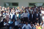 با همکیشان در آرامگاه شیراز