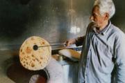 تهیه نان تنوری در آدریان مریم آباد یزد