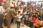تشویق دانش آموزان ودانشجویان ممتاز زرتشتی در همایش سالیانه پیر نارکی یزد