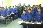 بازدید از دبستان دینیاری یزد و گفتگو با آموزگاران و دانش آموزان در کلاس درس