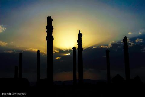 چهار كتبيه بابلی در نزديكی تخت جمشيد کشف شد