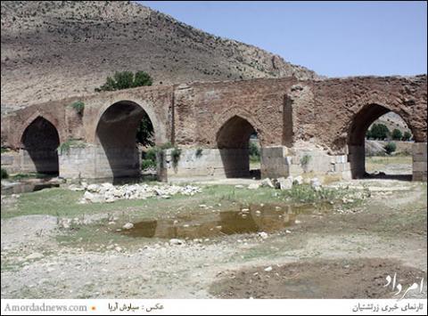 پل بیستون در سراشیبی نابودی قرار دارد.