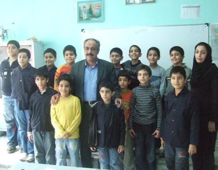 بازدید از دبستان پسرانه جمشید جم و گفتگو با دانش آموزان و آموزگاران این آموزشگاه