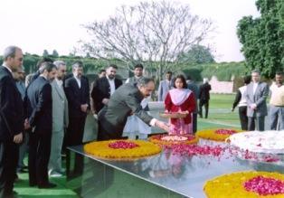 دیدار از همكیشان در هندوستان در سفری با رییس مجلس شورای اسلامی و همراهان